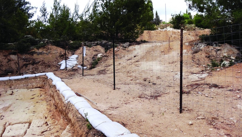 (Top and bottom) The site of a newly excavated mikveh in the Kiryat Menachem quarter of Yerushalayim. (Kuvien Images)