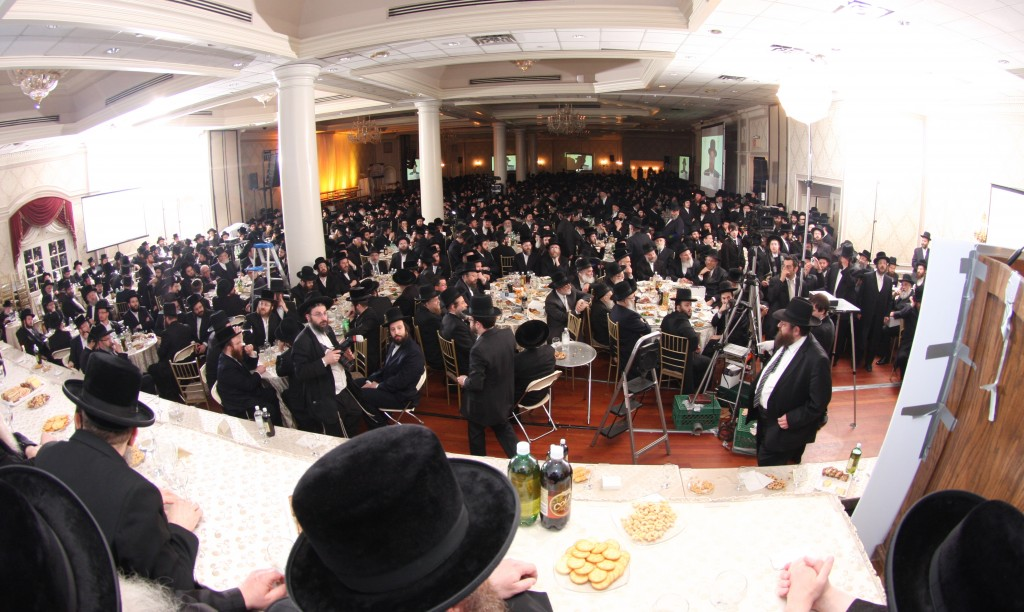 An estimated 5,000 people attended the Bonei Olam dinner Tuesday night in Boro Park's Ateres Chaya hall. (JDN)
