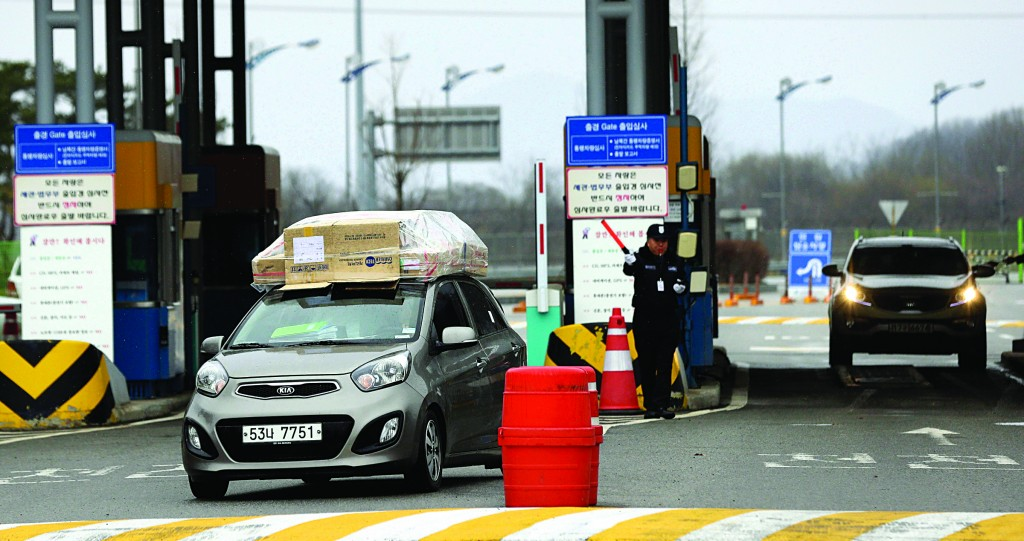 South Korean vehicles returning home from North Korea's Kaesong arrive at the customs, immigration and quarantine office near the border village of Panmunjom, which has separated the two Koreas since the Korean War, in Paju, north of Seoul, South Korea, Tuesday. (AP Photo/Lee Jin-man)