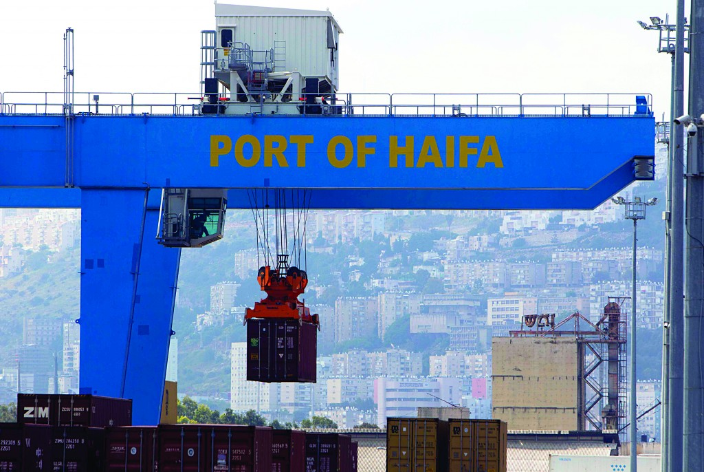 A crane unloads a container at the port of the northern city of Haifa Thursday (REUTERS/Ronen Zvulun)