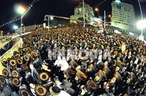 A partial view of the crowd at the chuppah. (Anshi Beck, Shuki Lerer/JDN)