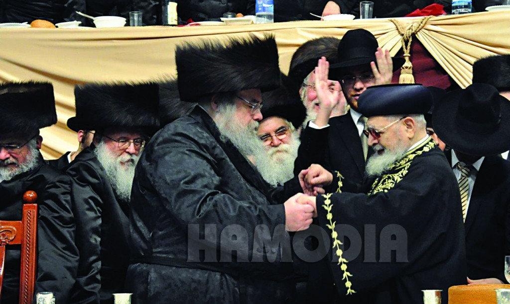 Hagaon Harav Ovadiah Yosef, shlita, dancing with the Belzer Rebbe, shlita, at the wedding.(Anshi Beck, Shuki Lerer/JDN)