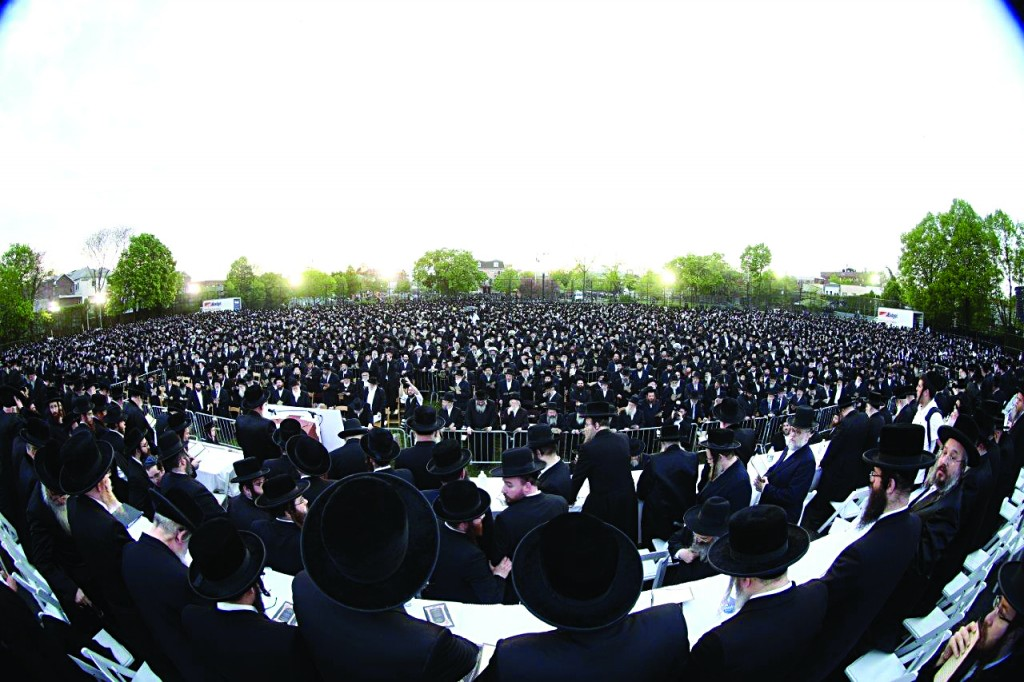 Partial view of the crowd at the Boro Park asifah.