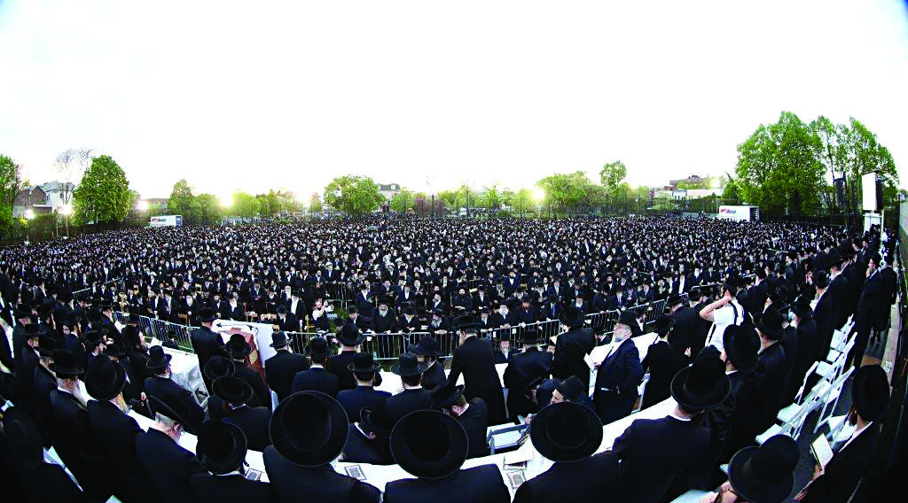 A year since Kinus Klal Yisrael, when approximately 40,000 Jews gathered at Citi Field stadium, and thousands more assembled at neighboring Arthur Ashe stadium, thousands of Yidden participated in a kinnus hisorerus on Thursday at 18th Avenue Park in Boro Park for the appropriate use of technology. Other such gatherings took place in Williamsburg, Monsey and Lakewood, all arranged by the Ichud Hakehillos LeTohar HaMachane. (JDN)