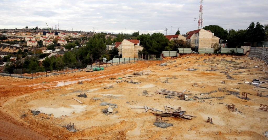 The scene of the demolition of five buildings in the Ulpana neighborhood of Beit El, November 27, 2012. (FLASH90)