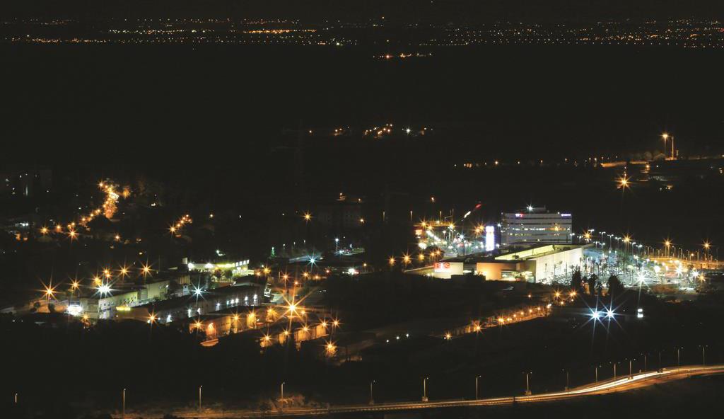 General view of the BIG Shopping center in Beit Shemesh at night. (Nati Shohat /Flash90)