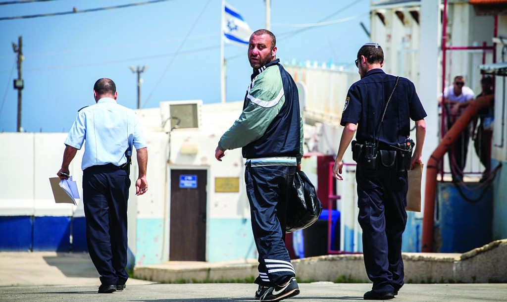 The 34-year-old Israeli citizen who jumped over the border fence near Rosh Hanikra into Lebanon a few days ago returns to the Israeli side of the border on Sunday. (FLASH90)