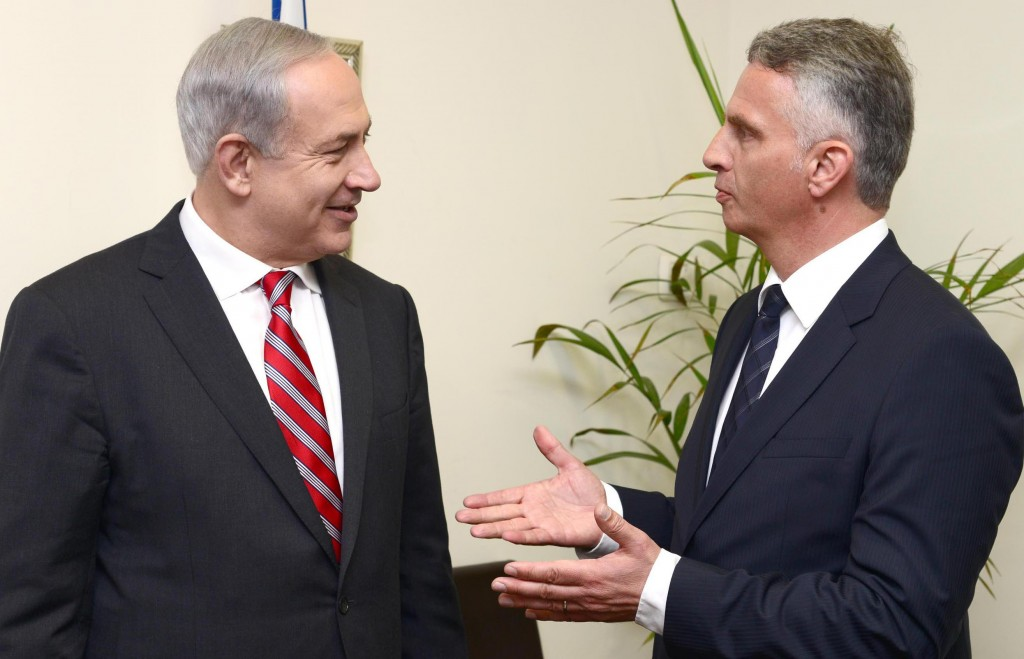 Israeli Prime Minister Binyamin Netanyahu (L) meets with Swiss Foreign Minister Didier Burkhalter on Thursday. (FLASH90)
