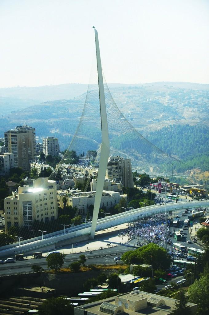 Chords Bridge in Yerushalayim. (Alessio Romenzi/AFP/Getty Images)