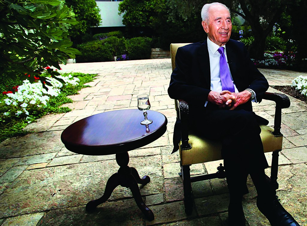 Israel's President Shimon Peres speaks during an interview with Reuters at his residence in Yerushalayim. (REUTERS/Baz Ratner)
