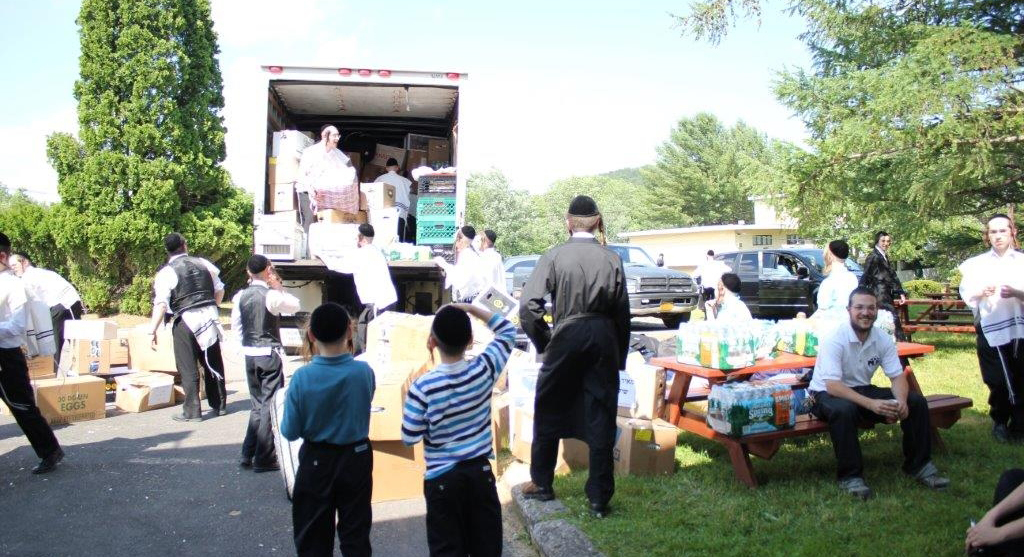 Talmidim of Yeshivas Meor HaTorah arriving at camp Monday. (JDN)