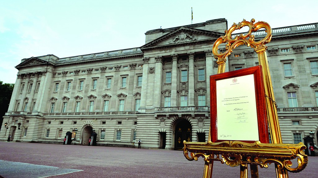 A notice formally announcing the birth of a son to Britain's Prince William and Catherine, Dutchess of Cambridge, is placed in the forecourt of Buckingham Palace, in central London Monday. (REUTERS/Pool/John Stillwell)
