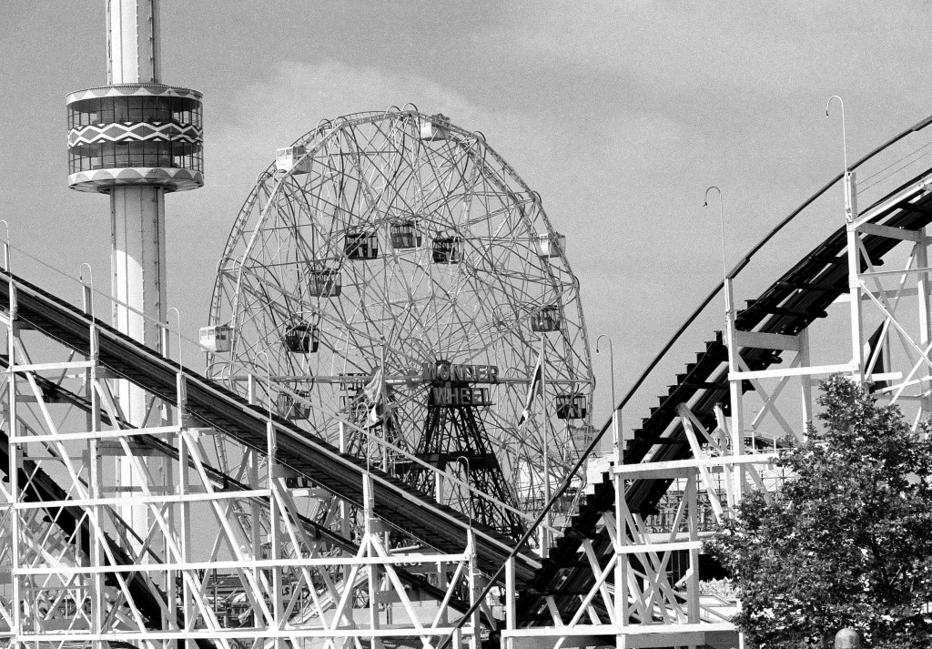 The 275-foot tall Astrotower, left, with the 150-foot-tall Wonder Wheel and the Cyclone roller coaster in Coney Island in this 1977 photo.(AP Photo)