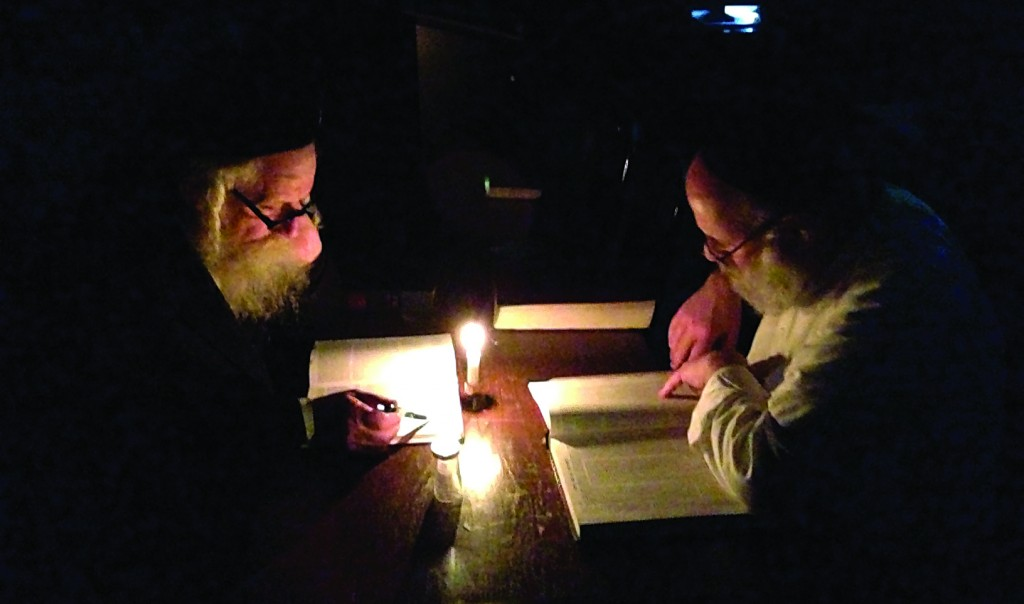 Yidden learning in Toronto, Monday, during the blackout.