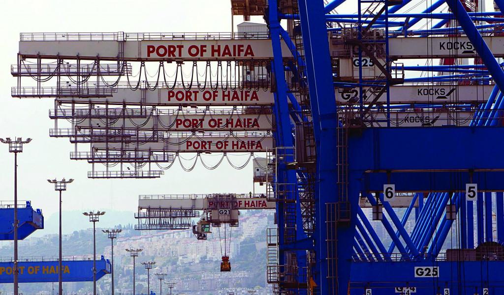 Cranes are seen at the port of Haifa. (REUTERS/Ronen Zvulu)