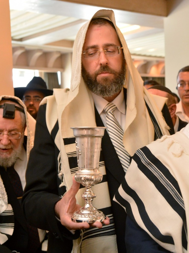 Rabbi David Lau at the bris milah of his grandson in Ramat Gan on Wednesday, the same day he was chosen to be Israel's Ashkenazi Chief Rabbi. (Yossi Zeliger/FLASH90)