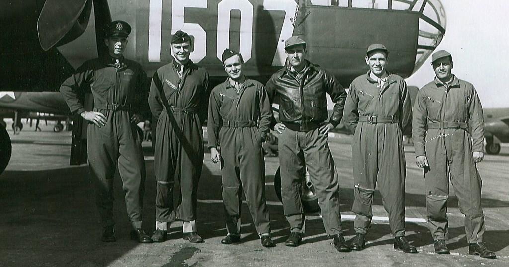 World War II airman Sgt. Dominick Licari (R) with other airmen. (AP Photo/Licari family)