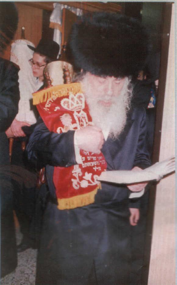 """Harav Avraham Avigdor Nachum Landau, the Strikover Rebbe, zt""""l, at hakafos."""