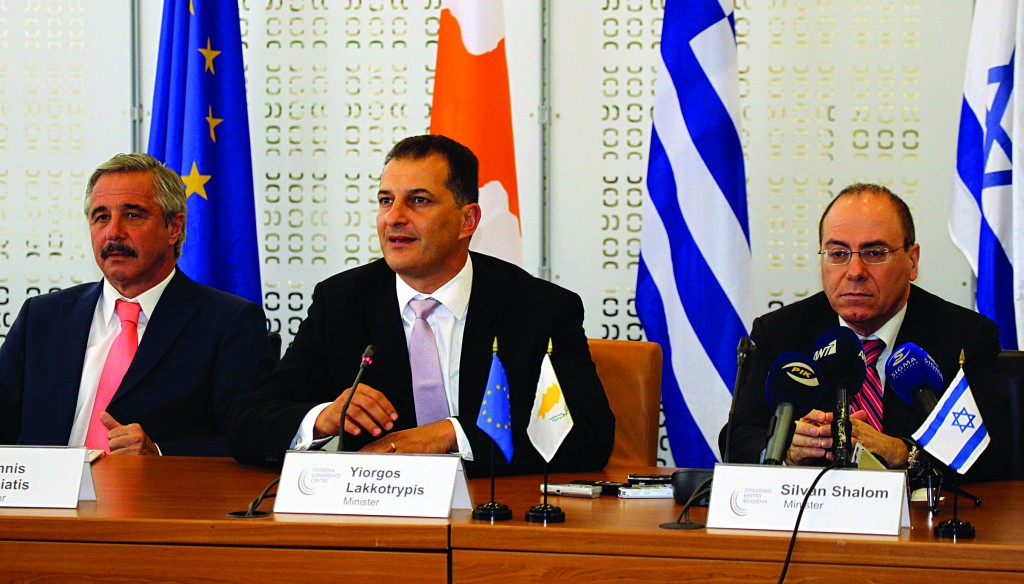 (L-R:) Ministers of Energy for Greece, Cyprus and Israel Yannis Maniatis, Yiorgos Lakkotrypis and Silvan Shalom attend the signing of a memorandum of understanding in Nicosia, Cyprus, on Thursday. The three countries pledged to cooperate on energy and water issues, welcoming joint projects in the energy sector to enhance a secure energy supply. (REUTERS/Andreas Manolis)