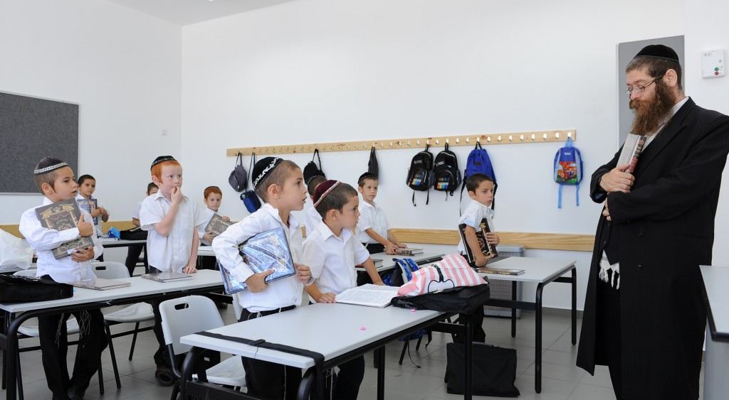 A classroom scene at the Poalei Menachem Talmud Torah in Beitar Illit. (Mendy Hechtman/POALEI MENAHEM/Flash90)
