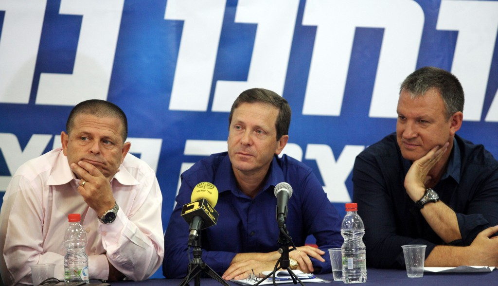 Labor party member Isaac Herzog (C) announced his candidacy in the upcoming Labor Party primary elections, which will be held in November. The announcement was made at a press conference with the support of fellow MKs Erel Margalit (R) and Eitan Cabel (L). (Roni Schutzer/FLASH90)