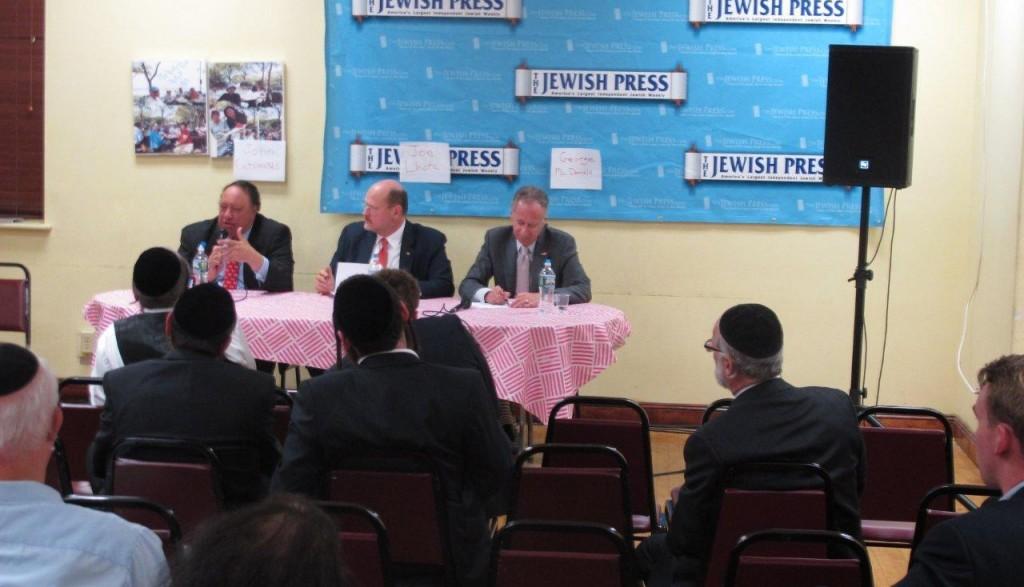 L-R: Republican candidates John Catsimatidis, Joe Lhota and George McDonald participate at a Jewish Press mayoral forum Monday night in Boro Park. (JDN)
