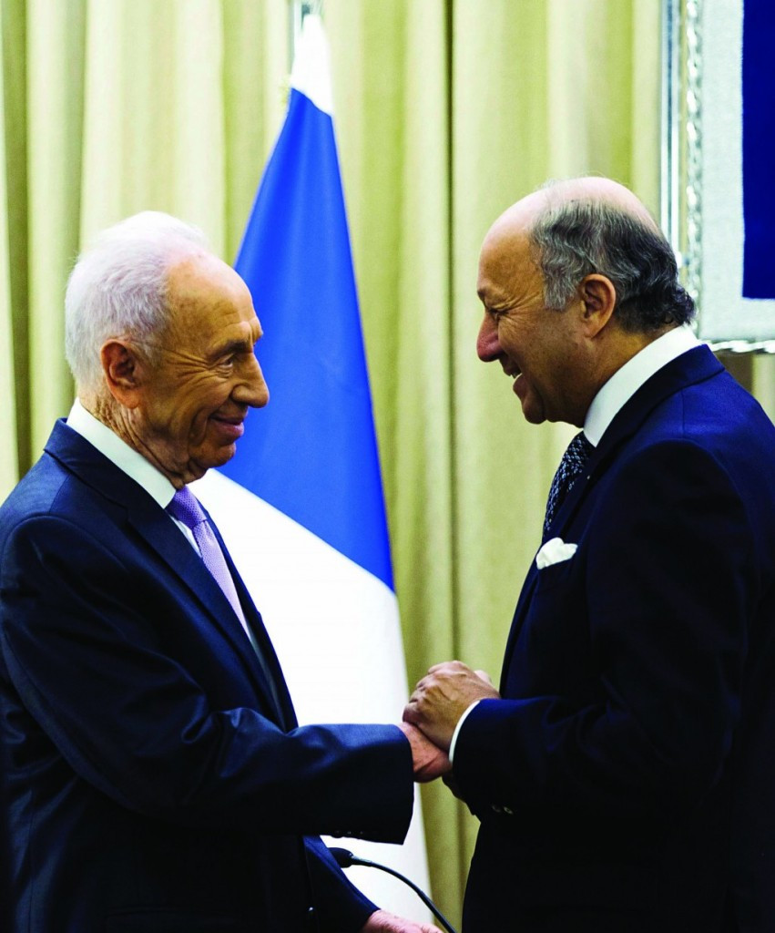 Israel's President Shimon Peres (L) meets France's Foreign Minister Laurent Fabius in Yerushalayim on Sunday.(REUTERS/Ronen Zvulun)