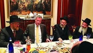 L-R: Mr. Chaim Sieger  hosts NYC mayor candidate Bill de Blasio with askanim  Mr. Yitzchok Fleischer and Mr. Heshie Dembitzer.