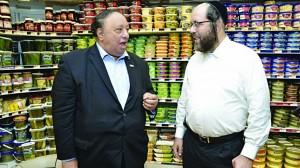 Republican candidate John Catsimatidis (L) visits Pomegranate Supermarket, and speaks with owner Abraham Banda. (JDN)