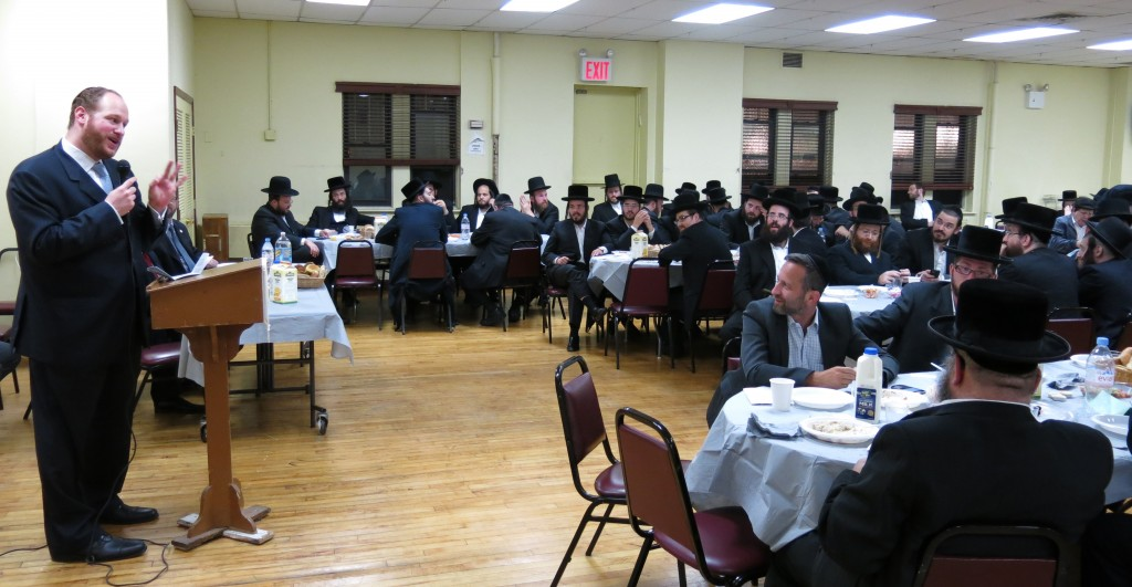 Councilman David Greenfield thanks volunteers from a dozen local organizations for their hard work on behalf of the community throughout the year at his annual volunteer appreciation dinner on Sunday in Boro Park.
