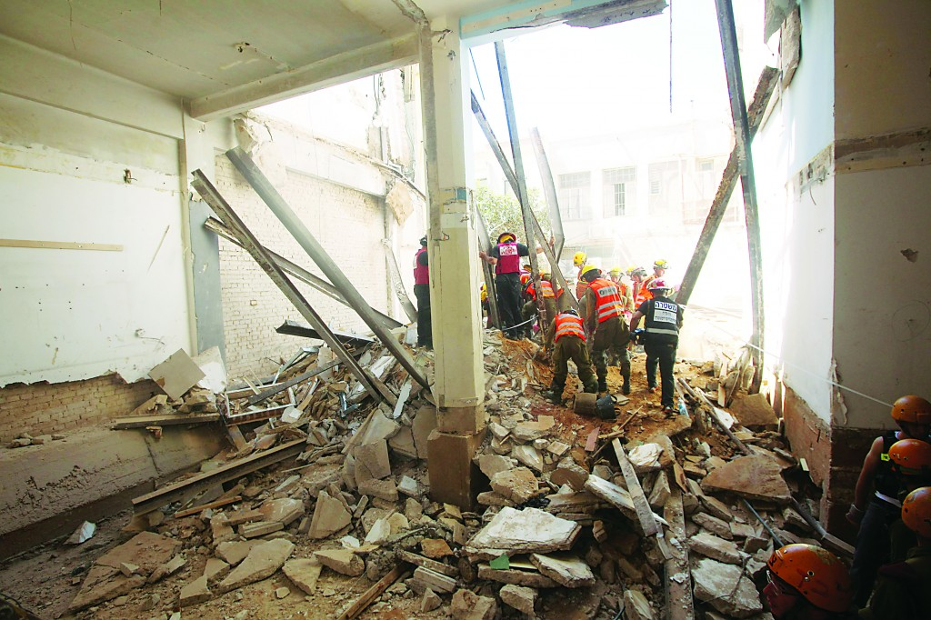 One man died and five severly injured when the ceiling of a three-story building collapsed on Herzl Street in Tel Aviv, Wednesday. (Roni Schutzer/FLASH90)