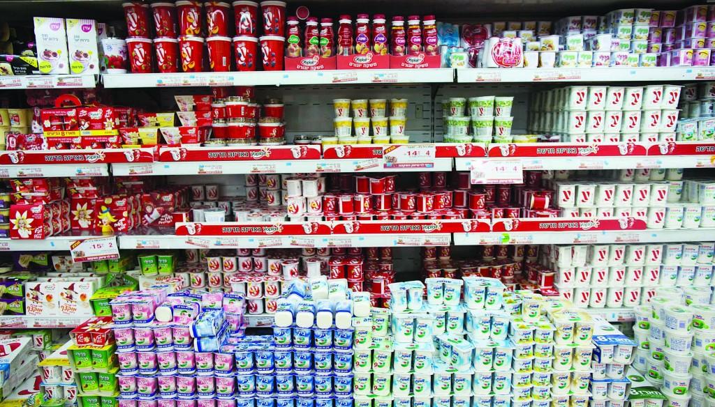 China's Bright Food Group is eyeing Tnuva's share of shelf space in Israeli supermarkets. (Yonatan Sindel/Flash90)