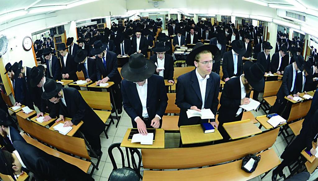Selichos at a Bnei Brak shul in the wee hours of the morning, Motzoei Shabbos. (Shuki Lerer/JDN)