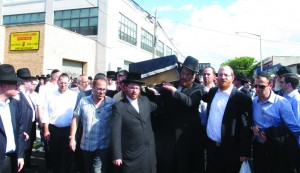 "Mourners escort the aron of Reb Shlomo Zakheim, z""l, at his levayah in Boro Park, Sunday. (JDN)"