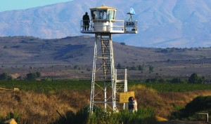 A United Nations peacekeeper stands on an observation tower near the Kuneitra border crossing between Israel and Syria. (REUTERS/Ronen Zvulun)