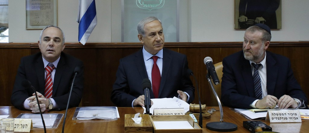 Israel's Prime Minister Binyamin Netanyahu presides over the weekly cabinet meeting in Yerushalahyim on Tuesday. (Alex Kolomoisky/POOL/FLASH90)