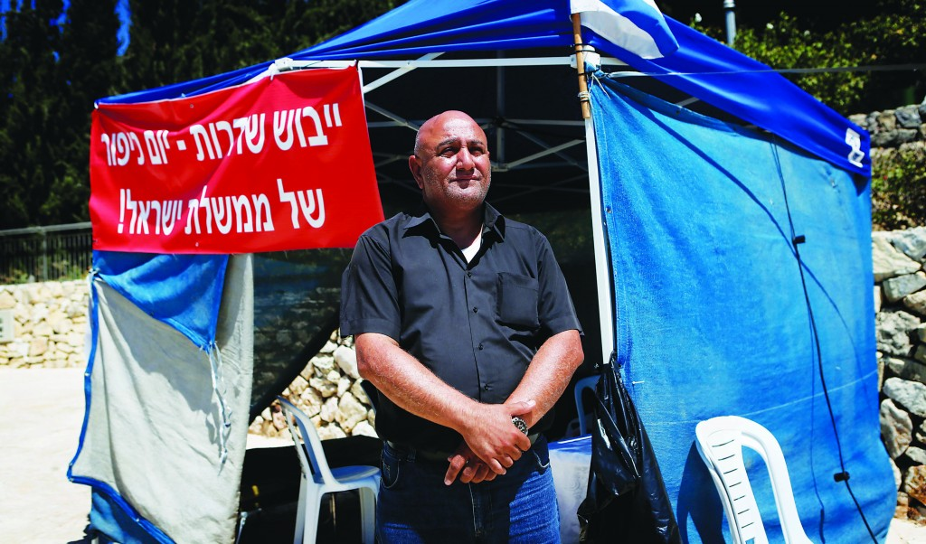 Mayor of Sderot, David Buskila, standing outside a protest tent he set up outside Prime Minister Netanyahu's office. (Miriam Alster/FLASH90)
