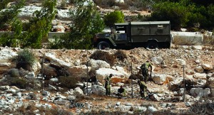 Israeli soldiers repairing a fence on Sunday near Psagot, where a nine-year-old Israeli girl was shot and seriously wounded in a suspected terrorist attack. (REUTERS/Mohamad Torokman)