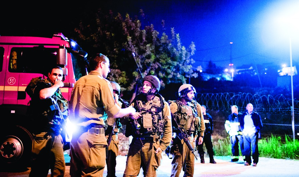 IDF forces on the scene where a young Jewish girl was injured by gunfire shot by a Palestinian gunman in Psagot, north of Ramallah. (Flash90)