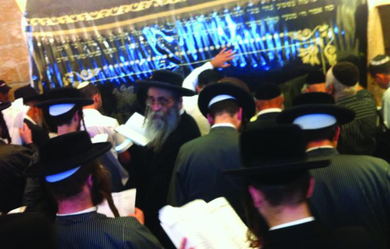 Crowds davening at Kever Rochel on the yahrtzeit of Rochel Imeinu. (JDN)