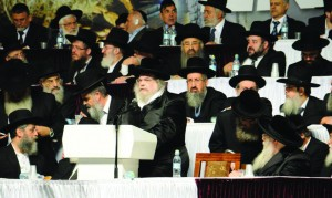 The Belzer Rebbe addressing the gathering. (JDN)