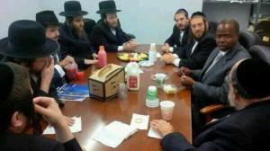 Kenneth Thompson, almost certainly Brooklyn's next district attorney, meets with askanim in Williamsburg on Monday.