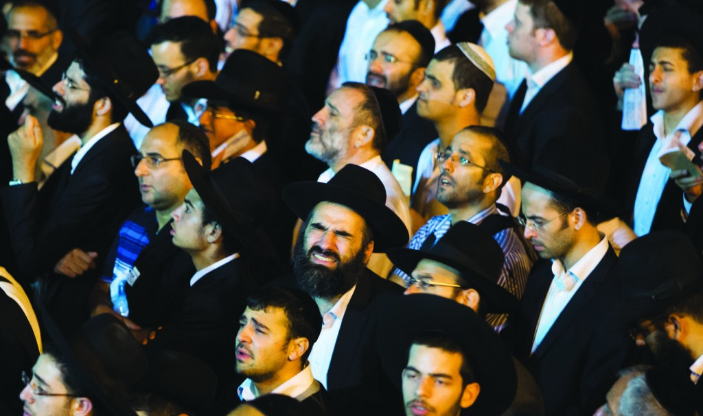 A partial view of the huge tefillah gathering for Hagaon Harav Chaim Ovadia Yosef shlita at the Kosel a few days ago. (Yonatan Sindel/Flash90)