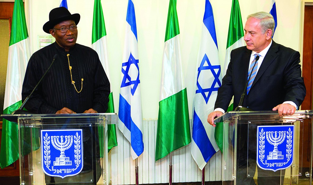 Israeli Prime Minister Binyamin Netanyahu (R) and Nigerian President Goodluck Jonathan (L), speak during a press conference at the Prime Minister's Office in Yerushalayim. (AP Photo/Abir Sultan, Pool)