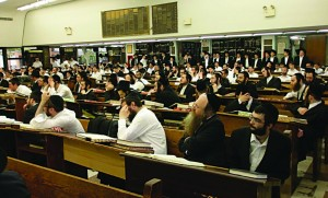 Talmidim of Yeshivah Torah Vodaath listening to divrei hesped for Harav Ovadiah Yosef in the yeshivah Monday.