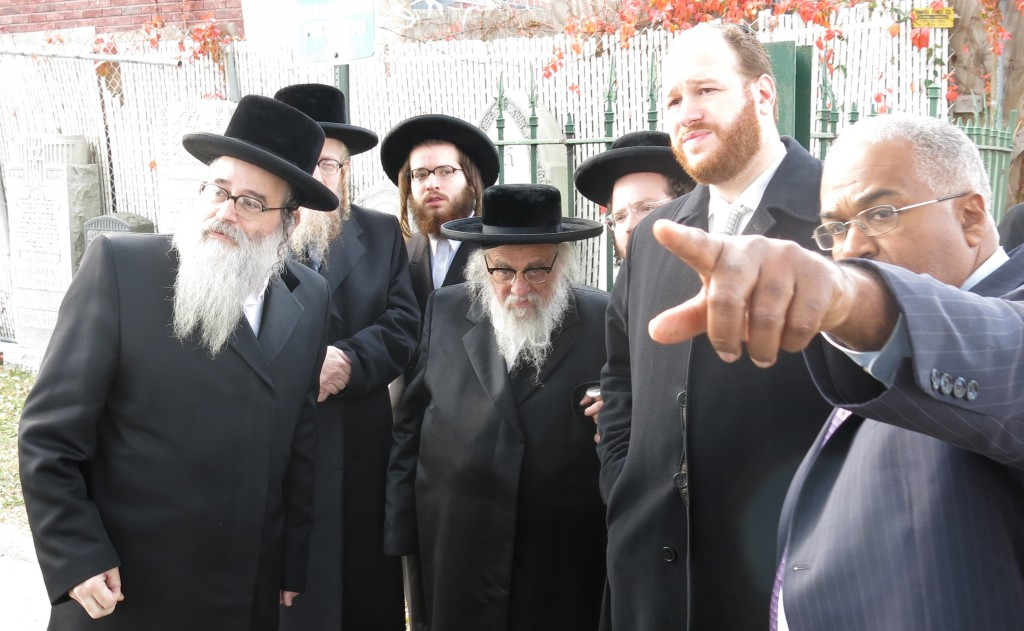 Harav Yechezkel Roth on a tour of Ocean Parkway, whose trees are affected by a nearby cemetery, preventing access to kohanim.