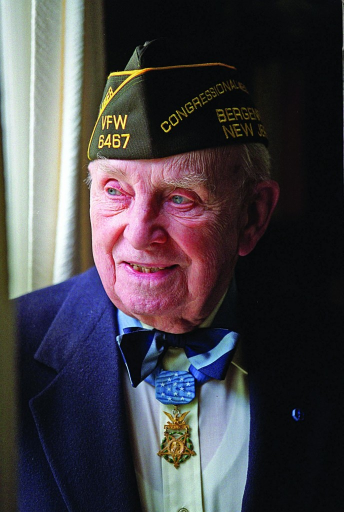 Nicholas Oresko, a WWII veteran and the oldest Medal of Honor recipient, with his award. (AP Photo/Star Ledger, Jerry McCrea)