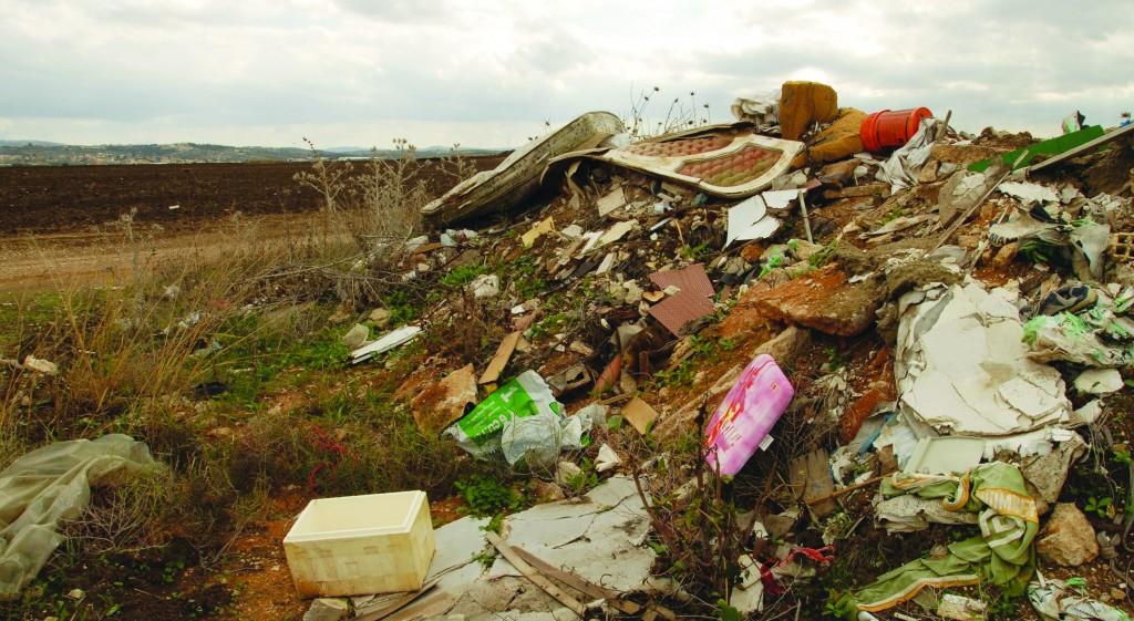 Illegal waste dumping site in a field in Hefer Valley, northern Israel, November 21, 2008. (Gili Yaari / Flash 90)