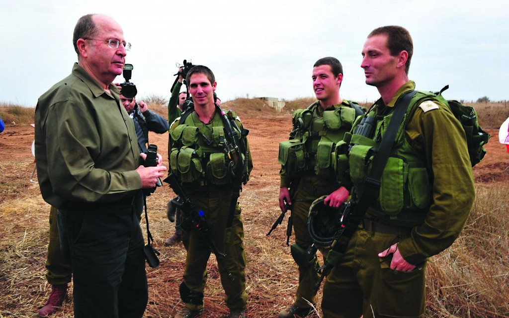 Israeli Defense Minister Moshe Yaalon (L) meeting with IDF soldiers on the Golan Heights on Tuesday. (Ariel Hermoni/Ministry of Defense/Flash 90)