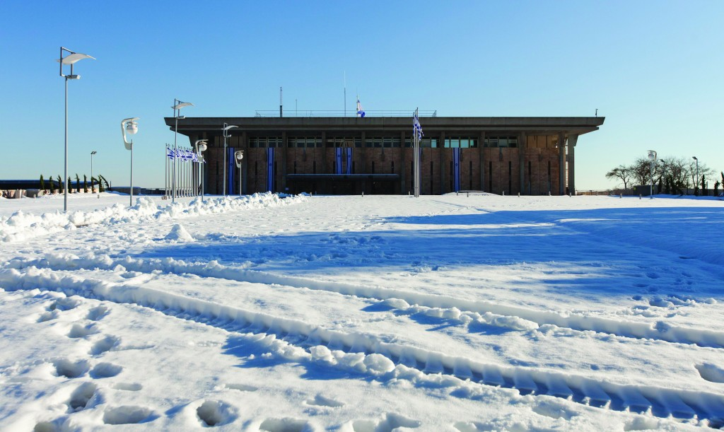 Snow and ice still surrounds the Knesset on Monday. (Flash90)